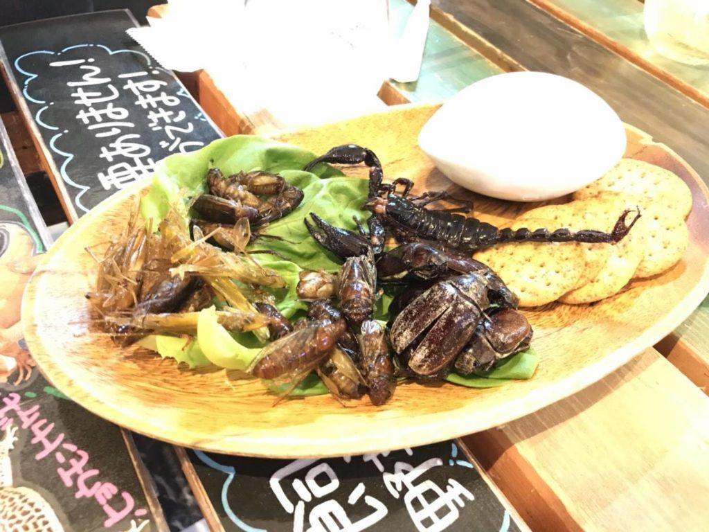 大阪<なんば>でゲテモノが食える。爬虫類カフェ「ROCK STAR」の虫のオードブル