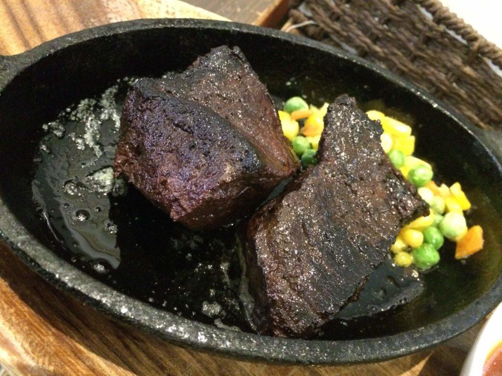 大阪<なんば>でゲテモノが食える。爬虫類カフェ「ROCK STAR」のトド肉
